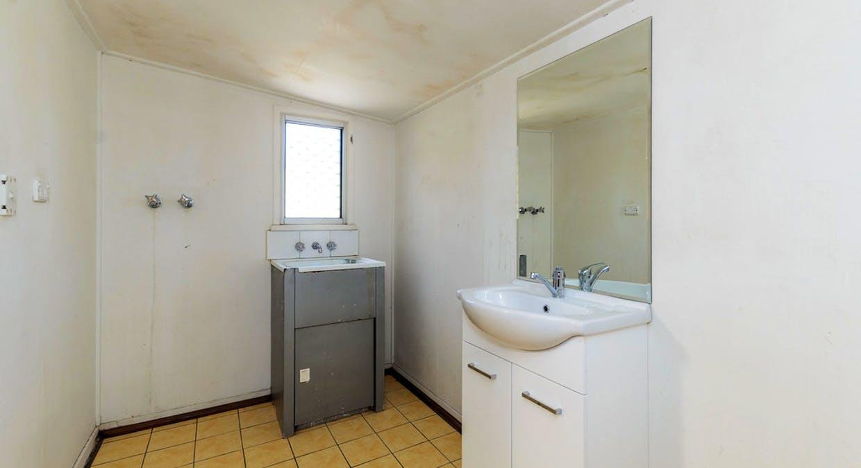21 Mylne Street, West Gladstone, QLD, 4680 - Image 11