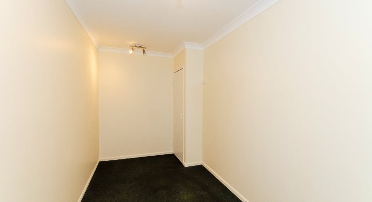8 Rosemount Place, New Auckland, QLD, 4680 - Image 12