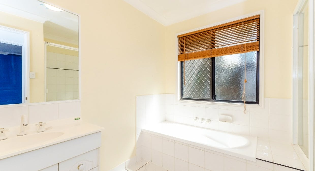 8 Rosemount Place, New Auckland, QLD, 4680 - Image 6