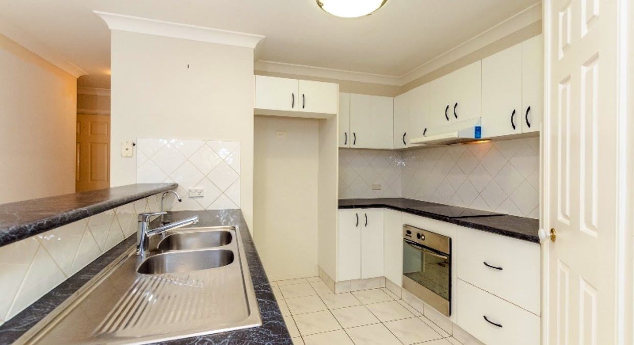 8 Rosemount Place, New Auckland, QLD, 4680 - Image 5