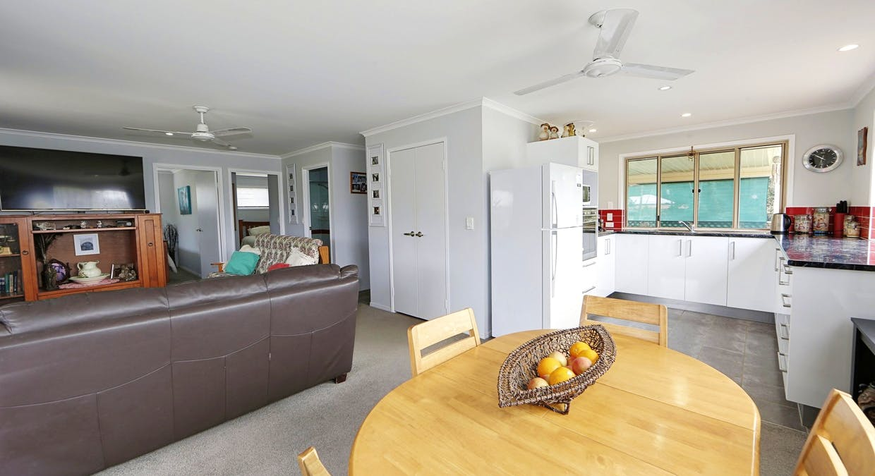 27 Blue Water Road, Booral, QLD, 4655 - Image 8