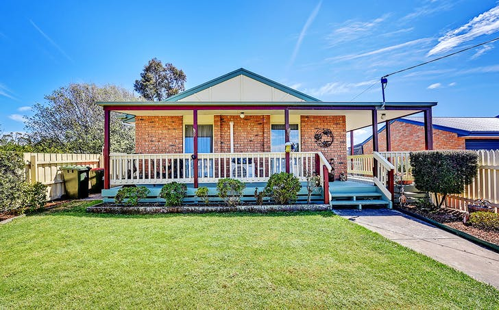 22 Ozone Crescent, Lakes Entrance, VIC, 3909 - Image 1