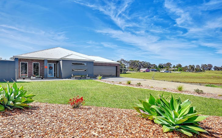 17 Odonnell Drive, Lakes Entrance, VIC, 3909 - Image 1