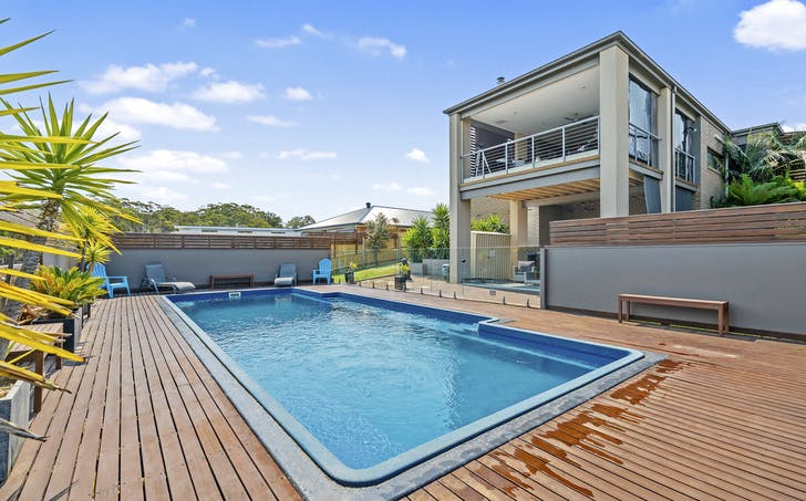 8 Riviera Court, Lakes Entrance, VIC, 3909 - Image 1