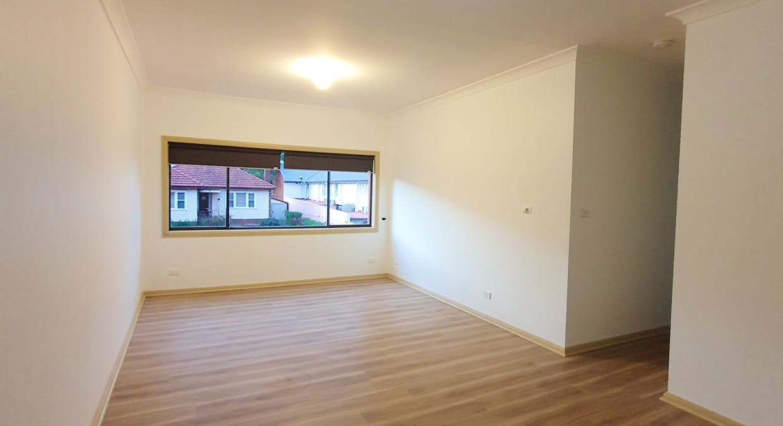 2/27 Bridge Street, Coniston, NSW, 2500 - Image 1
