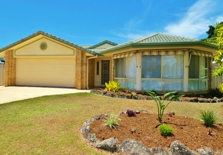 4 Edgewater Close, Yamba, NSW, 2464
