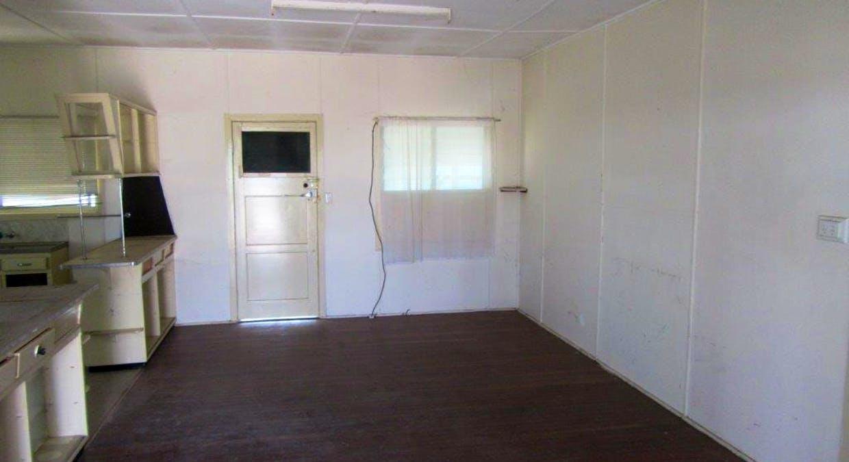 33 Manuka Street, Winton, QLD, 4735 - Image 5