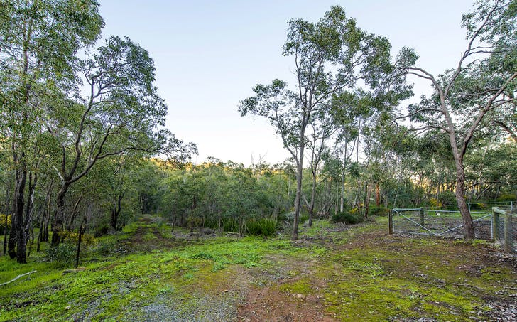 7and9 Summerfield Place, Gooseberry Hill, WA, 6076 - Image 1